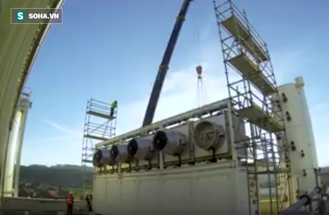 Thụy Điển xuất xưởng cỗ máy quái vật, lọc CO2 từ không khí ô nhiễm để... trồng rau - Ảnh 1.