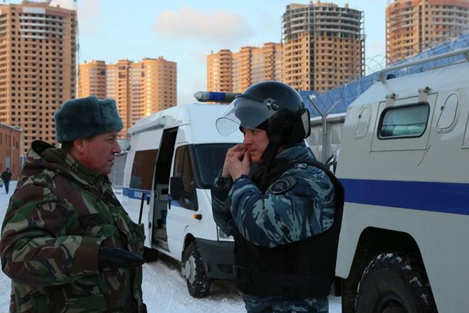 ẢNH: Cảnh sát đặc nhiệm Nga đột kích giải cứu con tin, tóm gọn khủng bố - Ảnh 10.