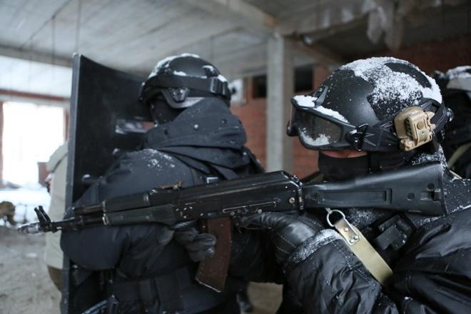 ẢNH: Cảnh sát đặc nhiệm Nga đột kích giải cứu con tin, tóm gọn khủng bố - Ảnh 7.