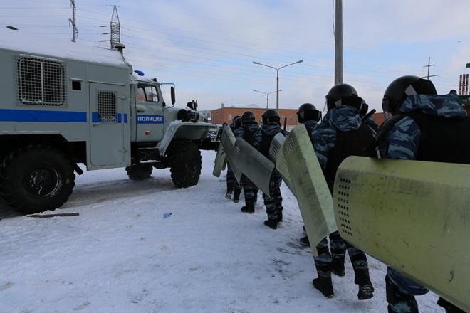 ẢNH: Cảnh sát đặc nhiệm Nga đột kích giải cứu con tin, tóm gọn khủng bố - Ảnh 9.