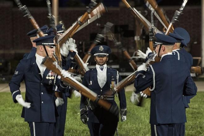 13 bức ảnh tuyệt đẹp về đời sống quân ngũ của lính Mỹ - ảnh 9