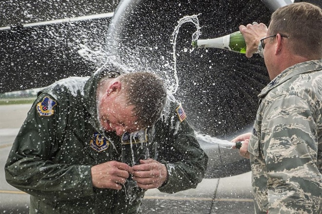 13 bức ảnh tuyệt đẹp về đời sống quân ngũ của lính Mỹ - Ảnh 4.