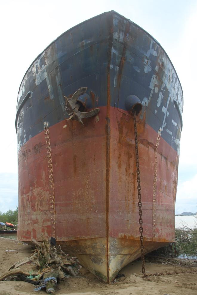 Ảnh: Những con tàu khổng lồ đang mắc cạn trên biển Nghệ An sau bão Talas - Ảnh 13.