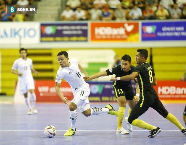 """Vô địch nghẹt thở, HLV Thái Lan thừa nhận đã """"kinh ngạc"""" vì Malaysia - Ảnh 1."""