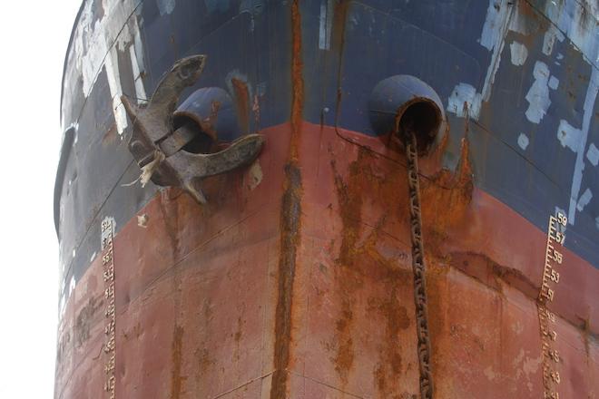 Ảnh: Những con tàu khổng lồ đang mắc cạn trên biển Nghệ An sau bão Talas - Ảnh 16.