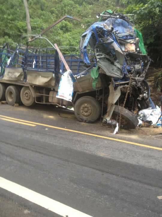 Người sống sót duy nhất vụ xe tải đâm vào núi: Người dân mang cả công nông đến hôi của - ảnh 2