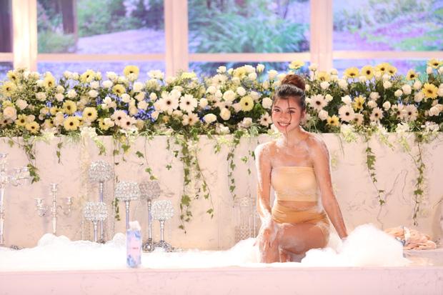 Các thí sinh The Face diễn cảnh trong bồn tắm - ảnh 1