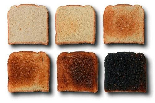 Các chuyên gia tiếp tục cảnh báo nguy cơ mắc ung thư cao do cách nấu khoai tây và bánh mì - Ảnh 2.
