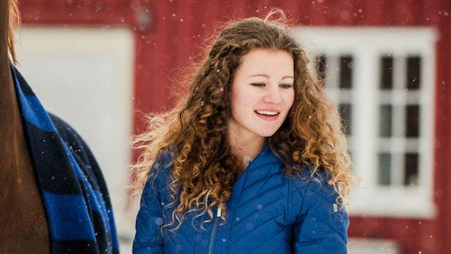 Cặp chị em xinh đẹp trở thành nữ tỷ phú trẻ nhất thế giới - Ảnh 1.