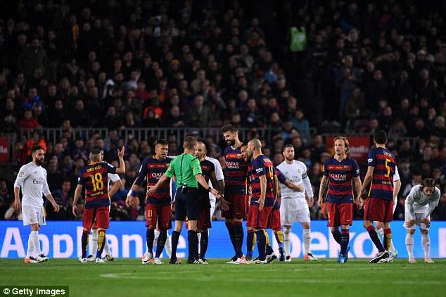 """Cả Real lẫn Barca cùng """"run rẩy"""" vì trọng tài trước siêu kinh điển - Ảnh 3."""