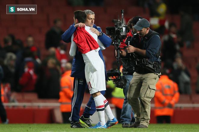 Ozil tiết lộ việc từng bị sấy tóc bởi Mourinho tại Real Madrid - Ảnh 1.