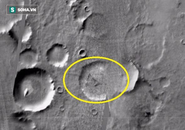 Video: Nghi vấn đĩa bay của người ngoài hành tinh bị rơi trên sao Hỏa - Ảnh 1.