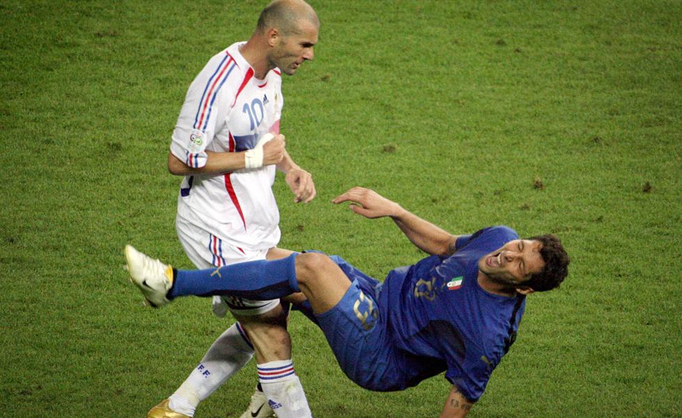 Zidane thực hiện pha húc đầu để đời với Materazzi