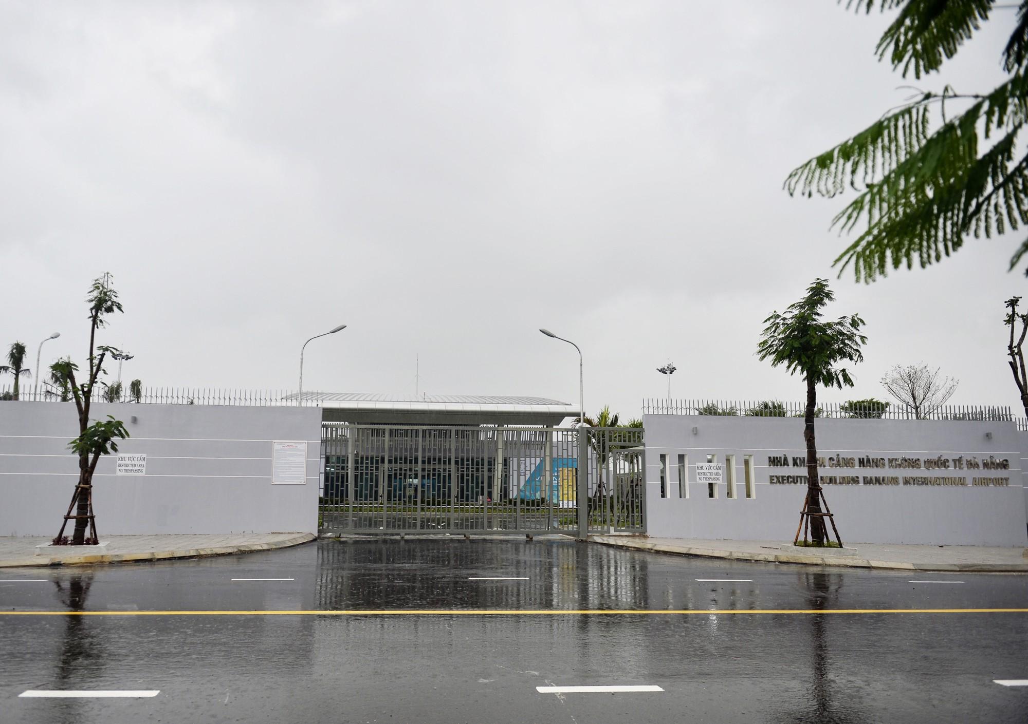 [PHOTO ESSAY] Toàn cảnh Đà Nẵng: Chạy đua với bão chuẩn bị cho khai mạc APEC - Ảnh 26.
