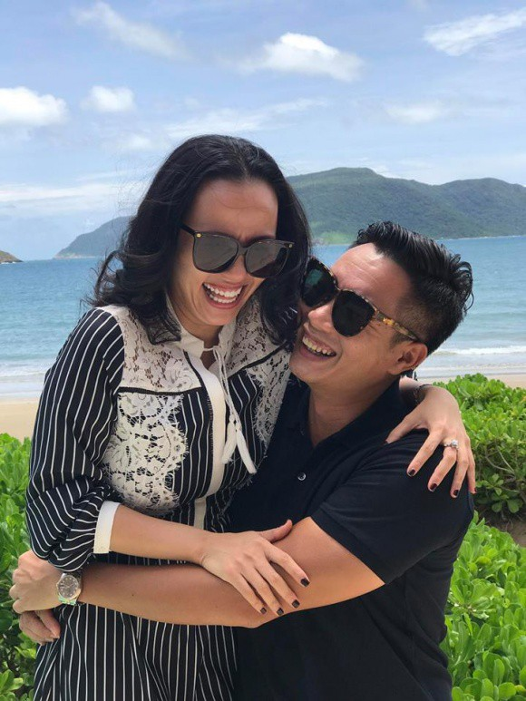 Bất ngờ với cách xưng hô không giống ai của vợ chồng MC Hoa Thanh Tùng - Ảnh 1.
