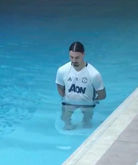 Ẩn ý đằng sau chuyện Mourinho ban đặc ân cho Ibrahimovic - Ảnh 1.