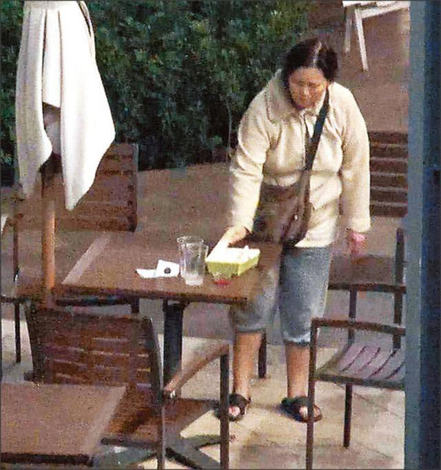 Cuộc sống bi đát của ngọc nữ Hong Kong Lam Khiết Anh: Nhặt thức ăn thừa, sống nhờ trợ cấp  - Ảnh 8.