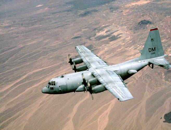 Mỹ đưa máy bay có khả năng chọc mù đối phương đến sát Triều Tiên - Ảnh 1.