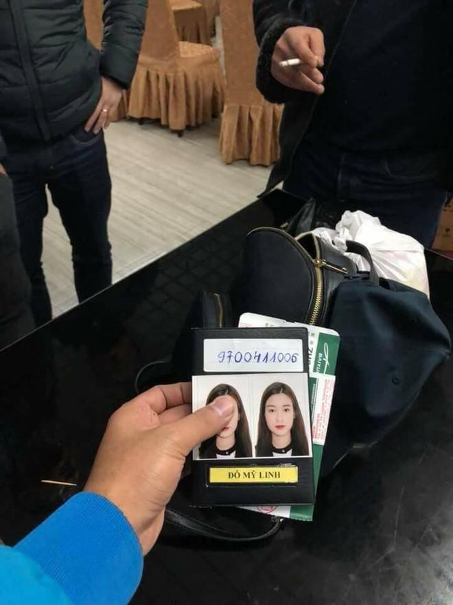 Xôn xao thông tin Hoa hậu Mỹ Linh buồn đến quên túi xách ở sân vận động Thường Châu  - Ảnh 1.