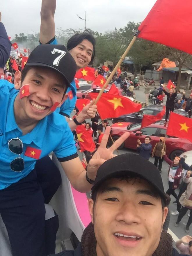 Lại Thanh Hương nói gì về việc diện bikini đi đón cầu thủ U23 Việt Nam? - Ảnh 3.