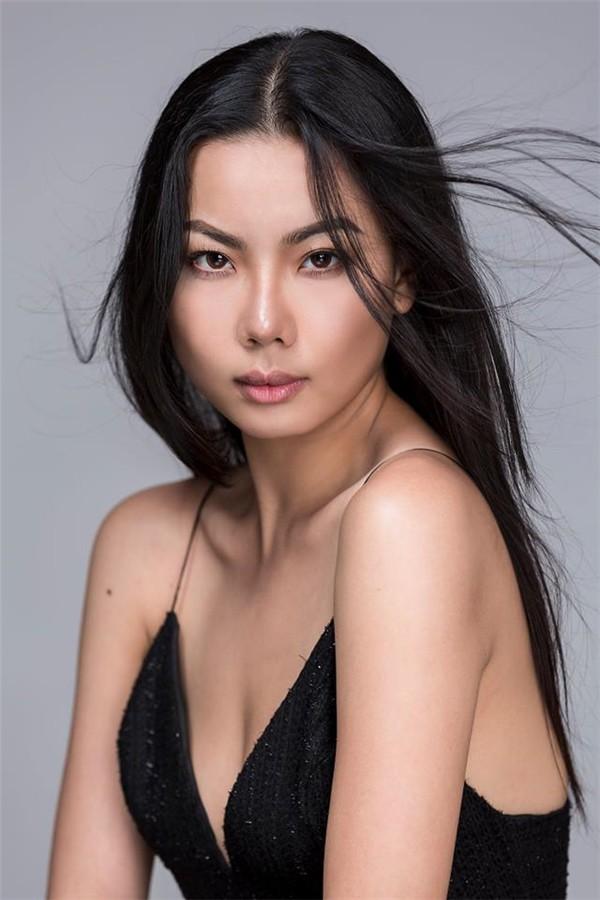 Người mẫu diễn bikini trên máy bay đón cầu thủ U23 Việt Nam nổi tiếng cỡ nào? - Ảnh 1.