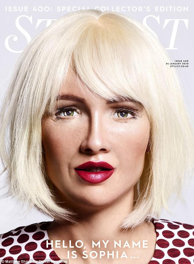 Robot Sophia xuất hiện trên bìa tạp chí thời trang Anh: Chúng tôi thấy sợ hãi - Ảnh 2.