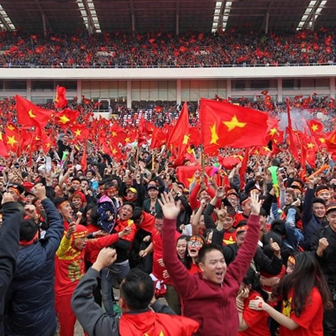 Ca sĩ nhóm nhạc đình đám Big Bang gửi lời chúc mừng đến đội tuyển U23 bằng tiếng Việt - Ảnh 4.