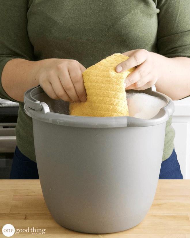 Làm sạch bếp từ chưa bao giờ nhanh gọn, tiện lợi đến thế với nguyên liệu có sẵn trong nhà bếp - Ảnh 5.