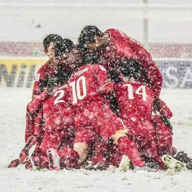 Ca sĩ nhóm nhạc đình đám Big Bang gửi lời chúc mừng đến đội tuyển U23 bằng tiếng Việt - Ảnh 6.