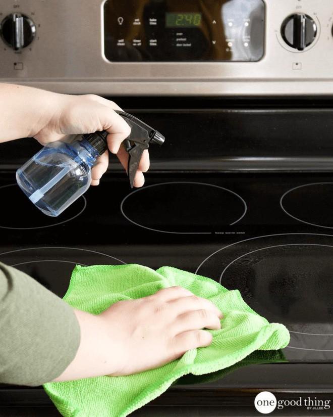 Làm sạch bếp từ chưa bao giờ nhanh gọn, tiện lợi đến thế với nguyên liệu có sẵn trong nhà bếp - Ảnh 9.