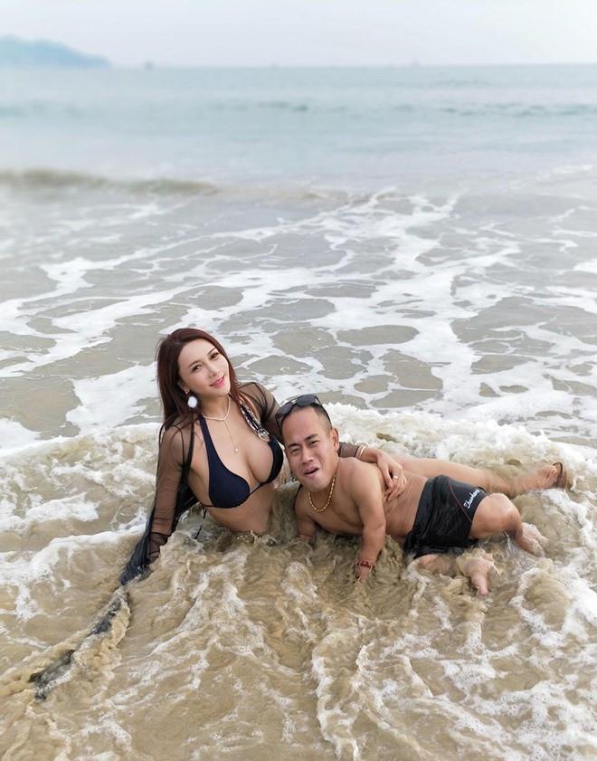 Cung Nguyệt Phi khoe ảnh tắm biển với bạn trai cao 1m - Ảnh 2.
