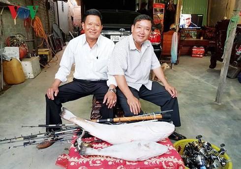 Chủ nhân bán cặp cá sủ vàng 1,5 tỷ đồng cho khách Trung Quốc, biếu người dẫn mối 50 triệu - Ảnh 1.
