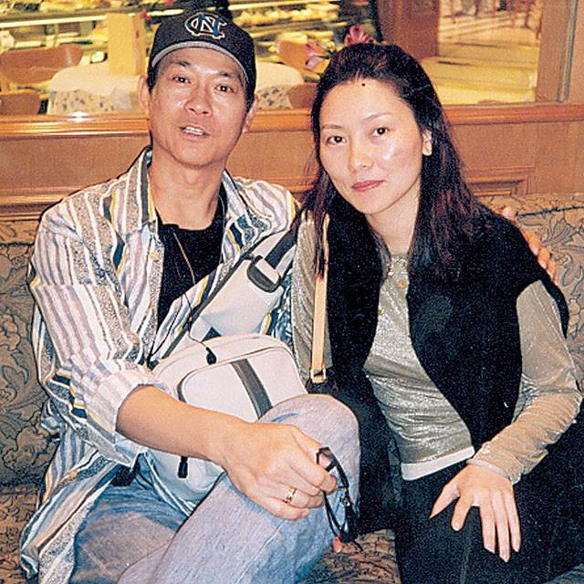 Lấy vợ là xã hội đen máu mặt, tài tử phong lưu nức tiếng Hong Kong sợ vợ như sợ cọp - Ảnh 4.