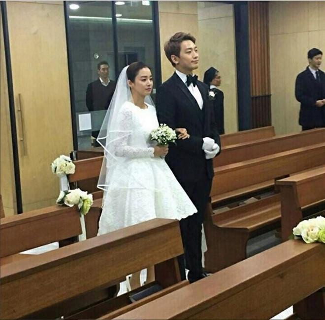 Hai đám cưới khủng nhất showbiz Hàn 2017: Mối lương duyên ngọt ngào của những ông hoàng, bà chúa - ảnh 3