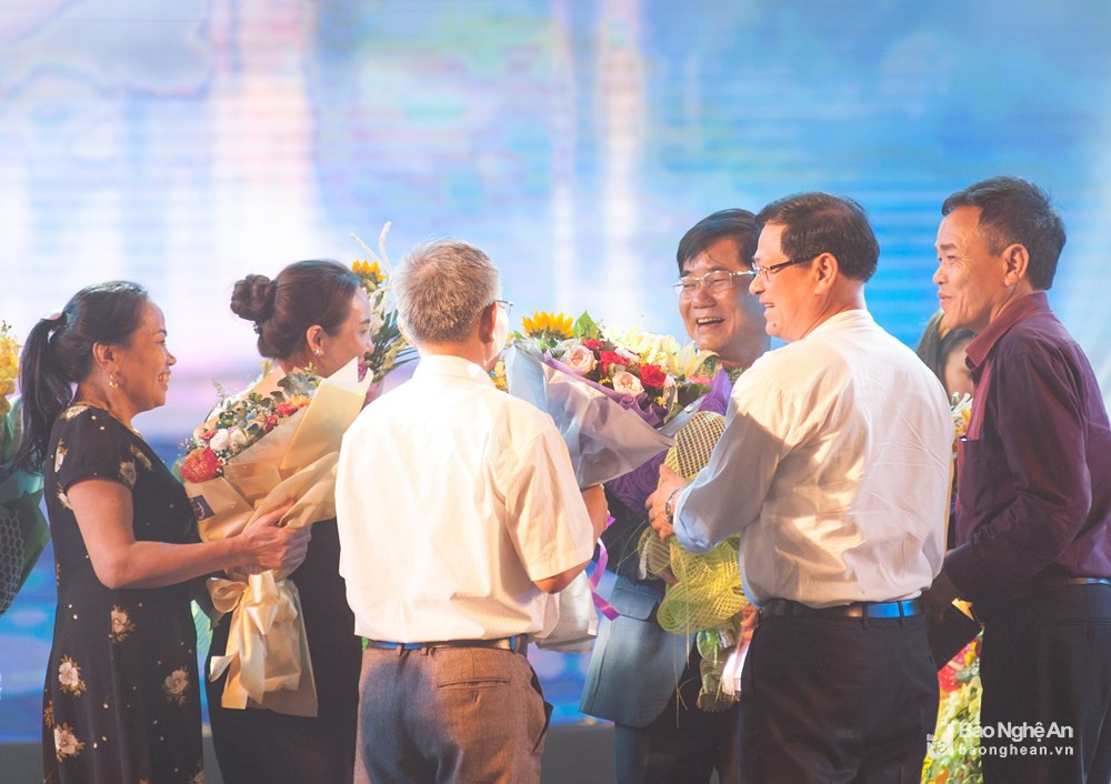 Chân dung bố ruột nổi tiếng, quyền lực của ca sĩ Hương Tràm