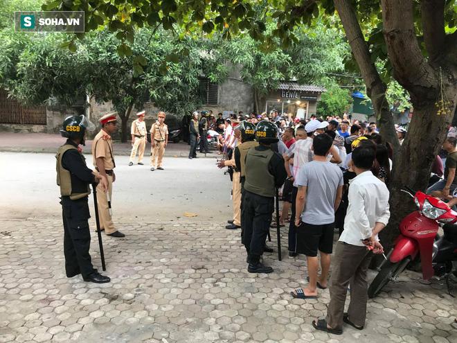 [CẬP NHẬT] Cảnh sát dùng súng bắn tỉa vây bắt đối tượng hình sự cố thủ trong nhà ở Nghệ An - ảnh 3