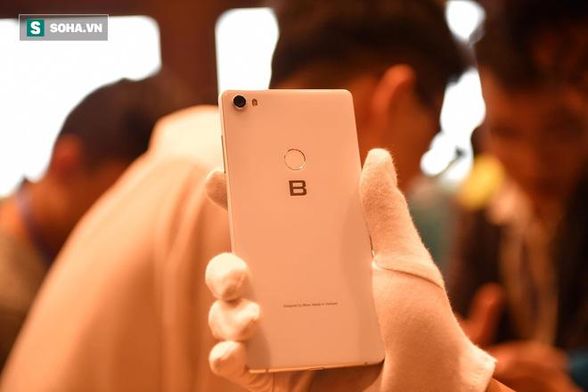 Cận cảnh chiếc điện thoại chất thực Bphone 3 vừa xuất hiện tại lễ ra mắt của Bkav - Ảnh 9.