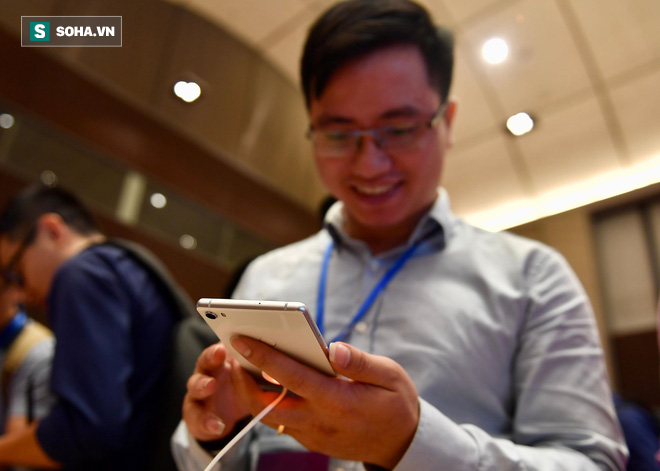 Cận cảnh chiếc điện thoại chất thực Bphone 3 vừa xuất hiện tại lễ ra mắt của Bkav - Ảnh 7.