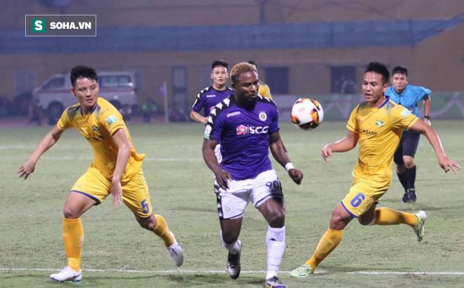"""Hà Nội FC bị """"đá bay"""" khỏi Cúp Quốc gia sau trận cầu căng thẳng đến tột đỉnh - Ảnh 1."""