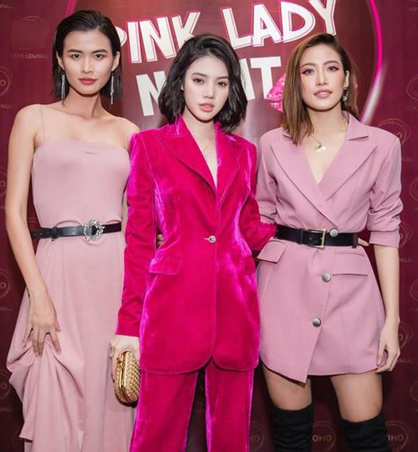 Hoa hậu con nhà giàu Jolie Nguyễn diện vest xẻ sâu quyến rũ - Ảnh 5.