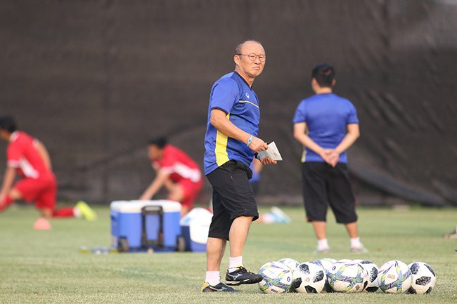 Tỷ lệ thắng 0% và thách thức khổng lồ chờ đợi HLV Park Hang Seo - Ảnh 1.