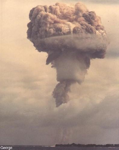 Ảnh màu hiếm về các vụ thử hạt nhân chấn động của Mỹ giữa thế kỷ 20 - Ảnh 2.