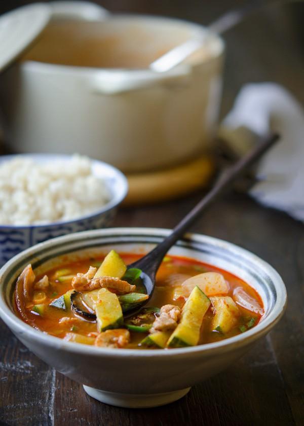 5 món ngon nóng hổi nấu siêu nhanh cho bữa tối ngày lạnh thêm hương vị - Ảnh 2.