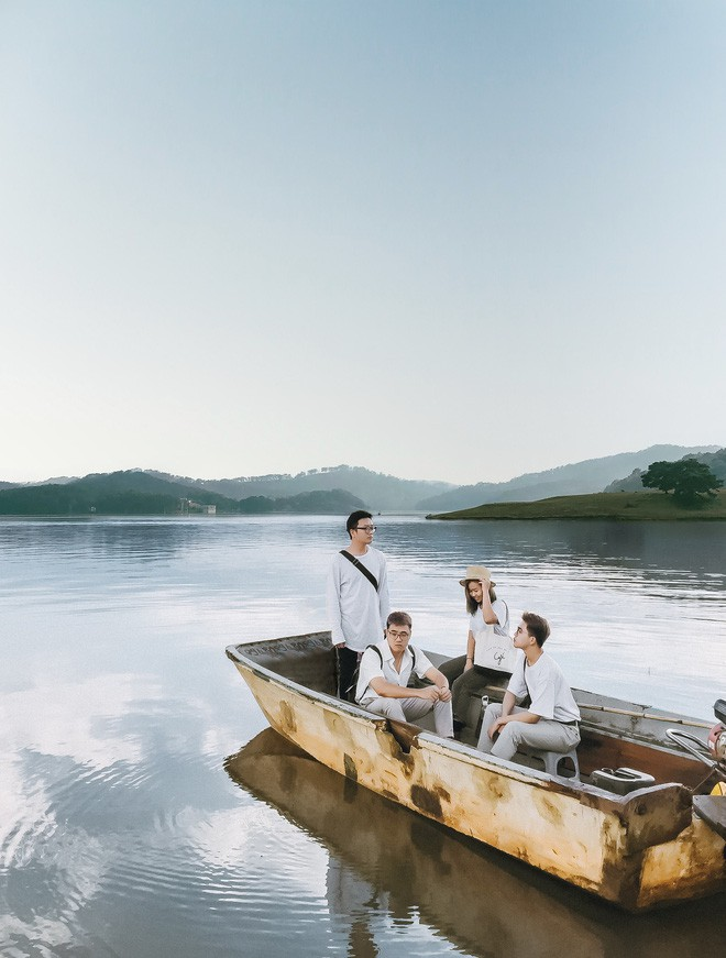 Hội bạn thân 3 miền Bắc - Trung - Nam rủ nhau lên Đà Lạt, chụp ảnh nhóm xuất sắc như bìa tạp chí - Ảnh 1.