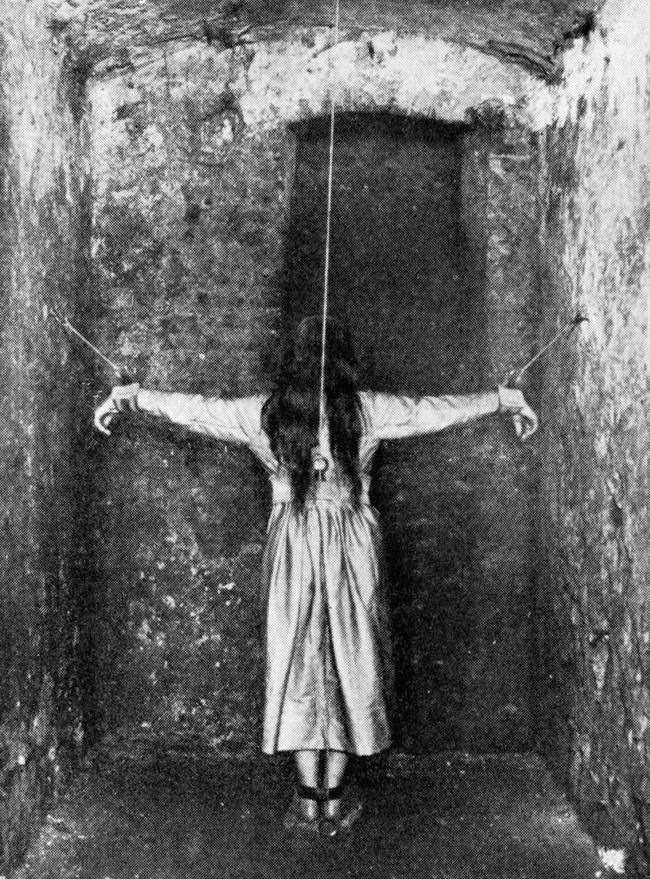 22 bức ảnh lịch sử hiếm chứng tỏ người xưa có quá nhiều điều kỳ lạ khiến người ngày nay phải ngỡ ngàng - Ảnh 1.