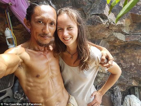 """Khoe chiến tích """"sát gái"""", """"người hang động"""" Thái Lan bị gặp vạ - Ảnh 1."""