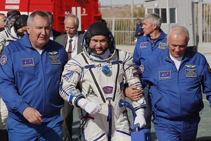 Tên lửa đẩy tàu vũ trụ Soyuz của Nga trục trặc - 2 phi hành gia Nga-Mỹ sống sót kỳ diệu - Ảnh 5.