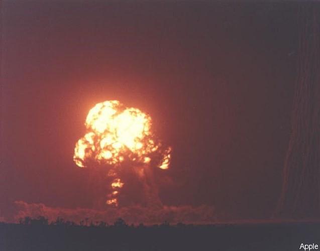 Ảnh màu hiếm về các vụ thử hạt nhân chấn động của Mỹ giữa thế kỷ 20 - Ảnh 13.
