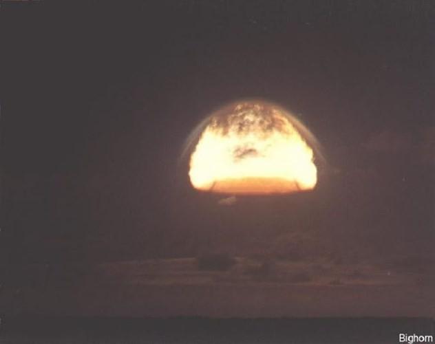 Ảnh màu hiếm về các vụ thử hạt nhân chấn động của Mỹ giữa thế kỷ 20 - Ảnh 20.