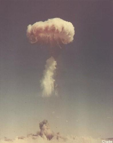 Ảnh màu hiếm về các vụ thử hạt nhân chấn động của Mỹ giữa thế kỷ 20 - Ảnh 3.
